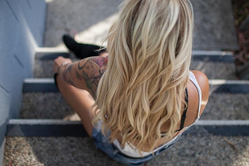 włosy gładkie i błyszczące